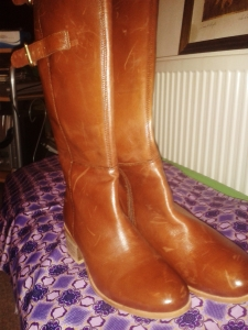 Beautiful tan boots: These are my new favourite pair of shoes! Stylish, sturdy and good quality for not even 10% of the original price- what a gift!